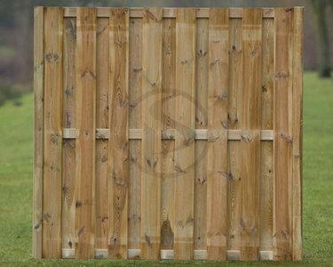 1.0 Kampen 17 planks met houten tussenpalen per meter € 42.59,